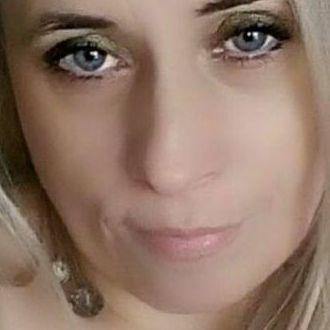 Blonder Single auf der Suche nach Abenteuern
