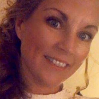 Blonde Singlefrau sucht neue Freunde